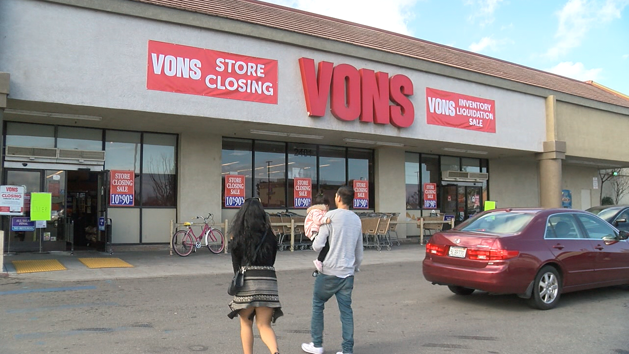 vons grocery store in oildale set to close